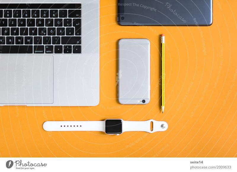Home Office: Laptop, Smartwatch, Handy, Tablet, Bleistift Lifestyle Telefon Telekommunikation Informationstechnologie Internet Arbeit & Erwerbstätigkeit lernen