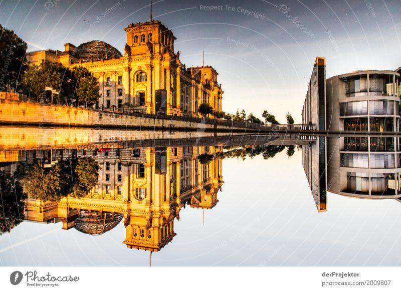 Berlin - immer noch eine geteilte Stadt. :-) Ferien & Urlaub & Reisen Tourismus Ausflug Abenteuer Sightseeing Städtereise Frühling Schönes Wetter Flussufer