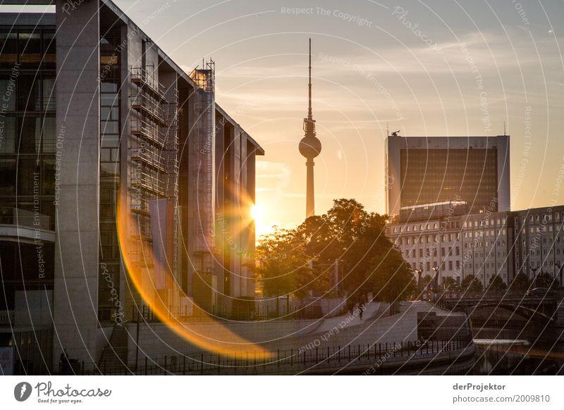 Sonnensichel am Regierungsviertel in Berlin Ferien & Urlaub & Reisen Architektur Umwelt kalt Frühling Gefühle Gebäude Tourismus Stadtleben Ausflug Hochhaus