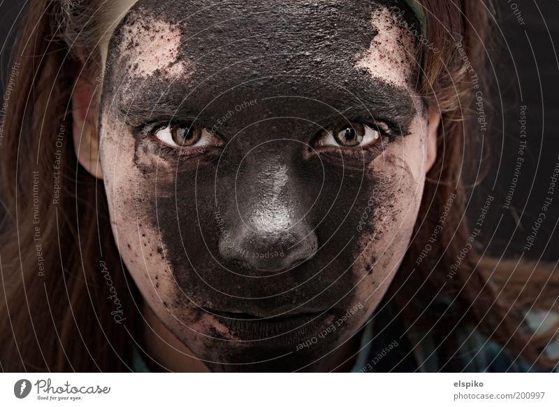 Wenn die Fassade bröckelt Frau Mensch Kind Jugendliche Mädchen Gesicht schwarz Auge feminin Haare & Frisuren Kopf Farbstoff Mund Haut Erwachsene Nase