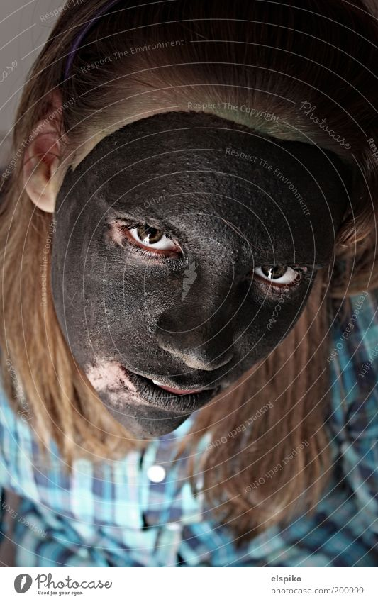 Wenn die Fassade bröckelt 2 Frau Mensch Jugendliche Gesicht schwarz Auge feminin Haare & Frisuren Kopf Farbstoff Mund Haut Erwachsene Nase Coolness Ohr