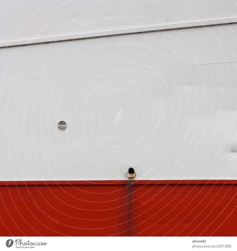 Schiff Ahoi Schifffahrt Kreuzfahrt Passagierschiff Kreuzfahrtschiff Niete Metall rot weiß Linie Abfluss Wasser dreckig Farbfoto Außenaufnahme abstrakt Muster