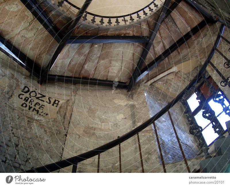 Treppenhaus alt Stein braun Metall Architektur Treppe Geländer Treppenhaus Gerüst Ungarn Budapest Ungar