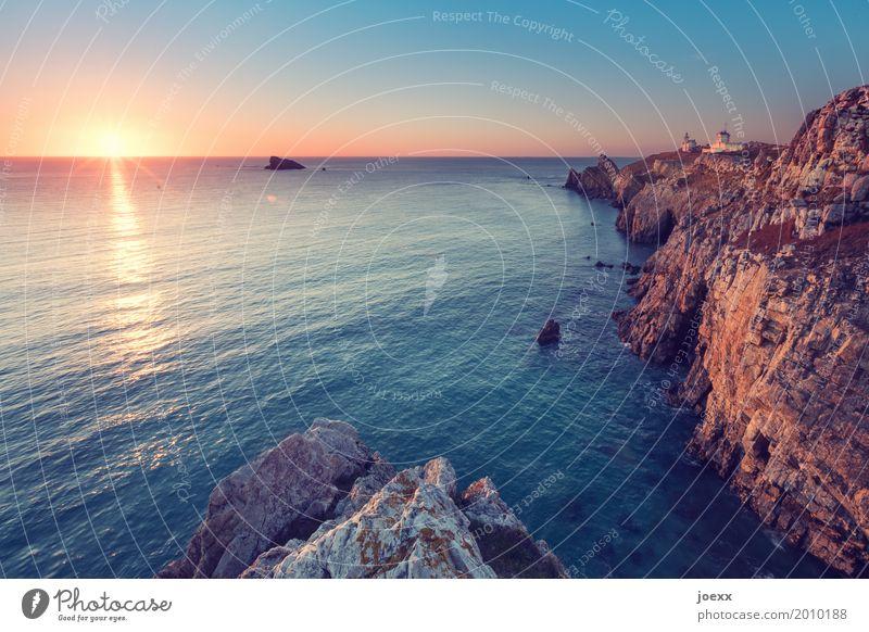 Camaret-sur-Mer Landschaft Sonne Sonnenaufgang Sonnenuntergang Sonnenlicht Schönes Wetter Felsen Wellen Küste Meer Frankreich Leuchtturm ruhig Fernweh Freiheit