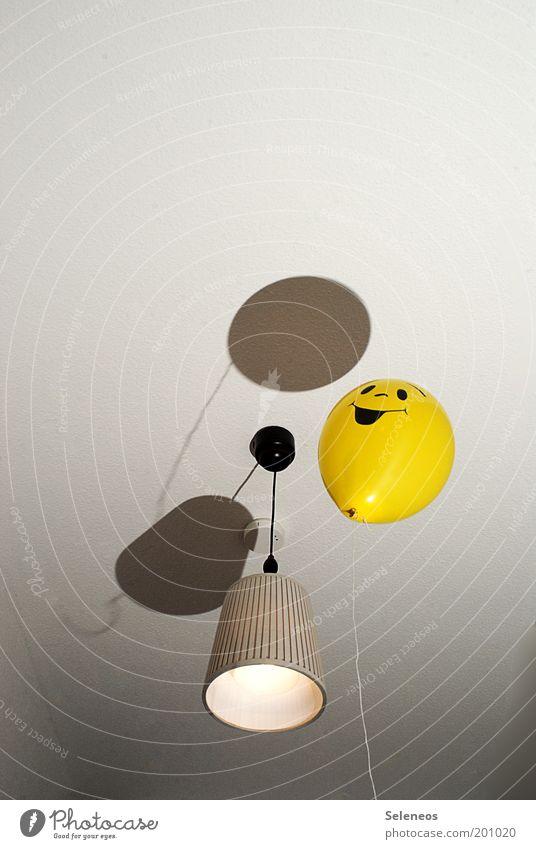 part(y) for one Freude gelb Lampe oben Glück lachen Luft Raum Wohnung fliegen frei Fröhlichkeit Luftballon Spielzeug Lebensfreude