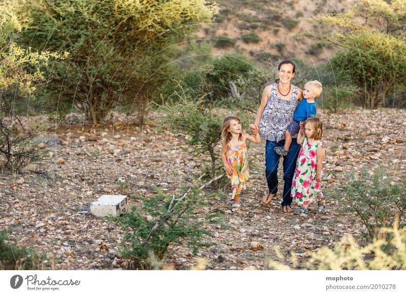 Sonntagsspaziergang Kind Mensch Natur Jugendliche Junge Frau Mädchen Erwachsene Leben Lifestyle Gesundheit feminin Familie & Verwandtschaft Glück Spielen