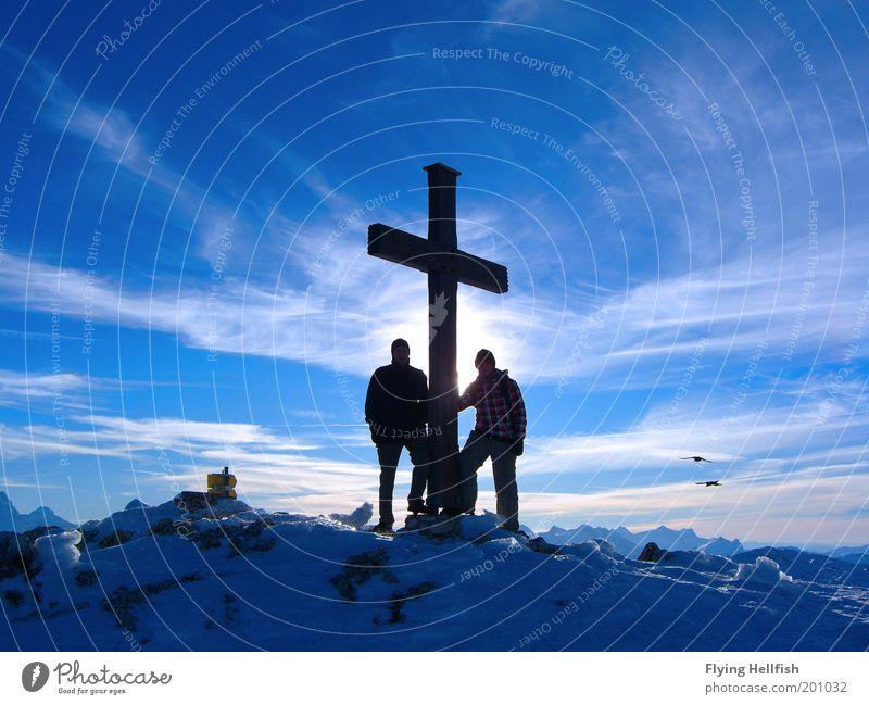 Gipfel am Untersberg Winter Wolken Berge u. Gebirge Freiheit Erfolg Aussicht Bergsteigen Klettern Bergsteiger Ankunft wandern Bergwanderung Gipfelkreuz