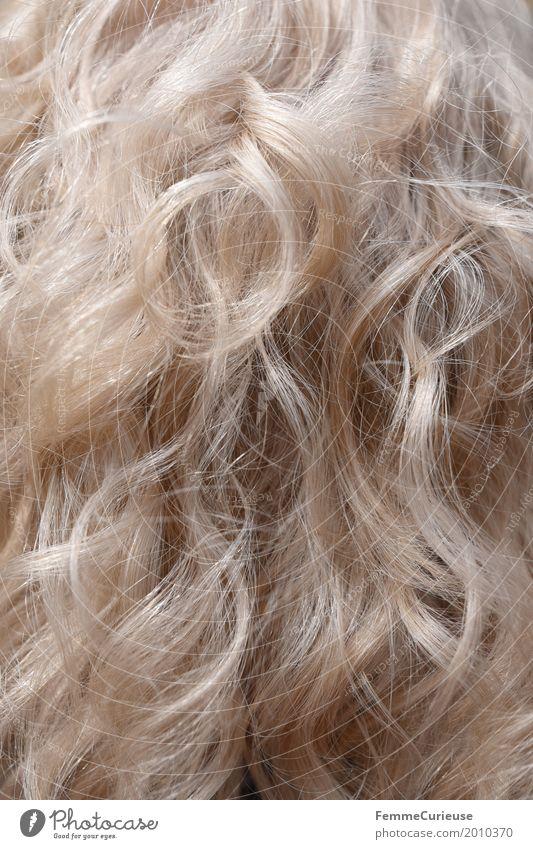 Haarstruktur (01) Haare & Frisuren blond grauhaarig weißhaarig langhaarig Locken trendy lockig Farbe natürlich weich Haare schneiden Haarstrukturen