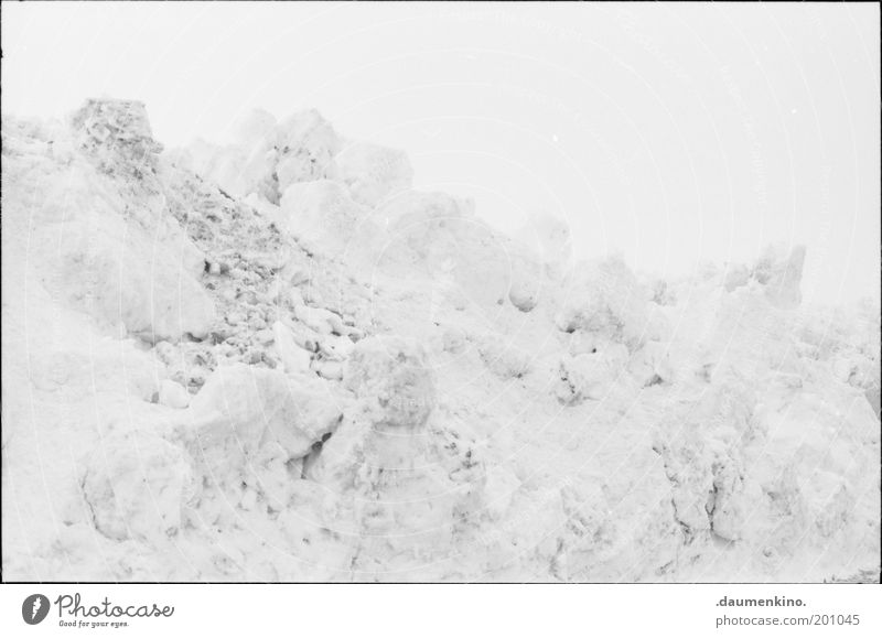 pigment absenz weiß Winter Schnee Landschaft Eis Ordnung Langeweile Anhäufung Haufen Natur Schneeberg
