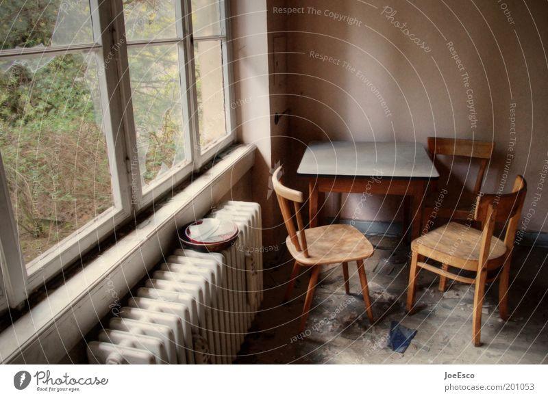 schöner wohnen 02 Haus Leben dunkel kalt Fenster Traurigkeit Zusammensein Wohnung dreckig offen Tisch leer kaputt Lifestyle Stuhl verfallen