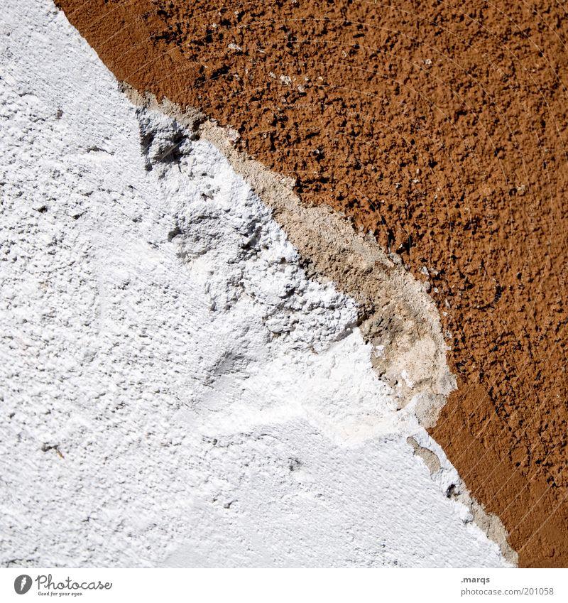 Ausbruch alt weiß Wand Mauer braun Fassade Verfall Teilung Putz abblättern porös Mauerstreifen Putzfassade