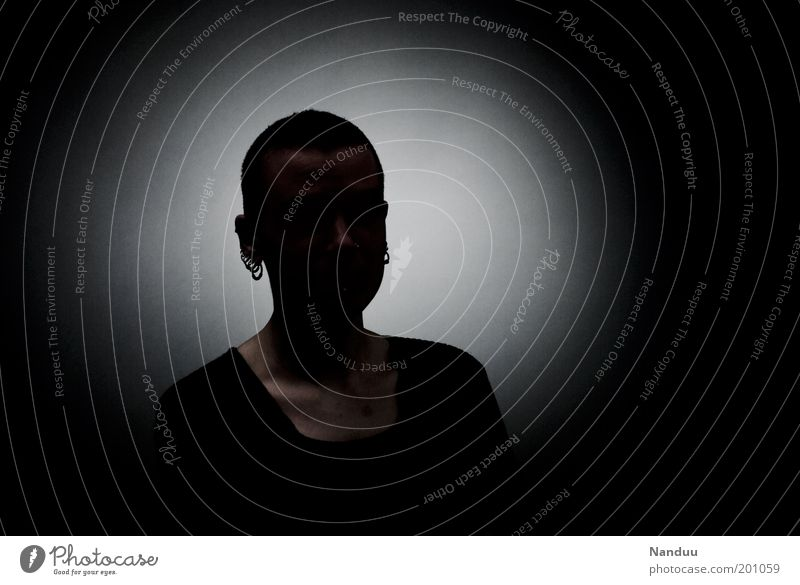 Hier könnte Ihr Bild stehen Mensch feminin androgyn 1 dunkel Platzhalter anonym unkenntlich Datenschutz Farbfoto Studioaufnahme Experiment Porträt Textfreiraum