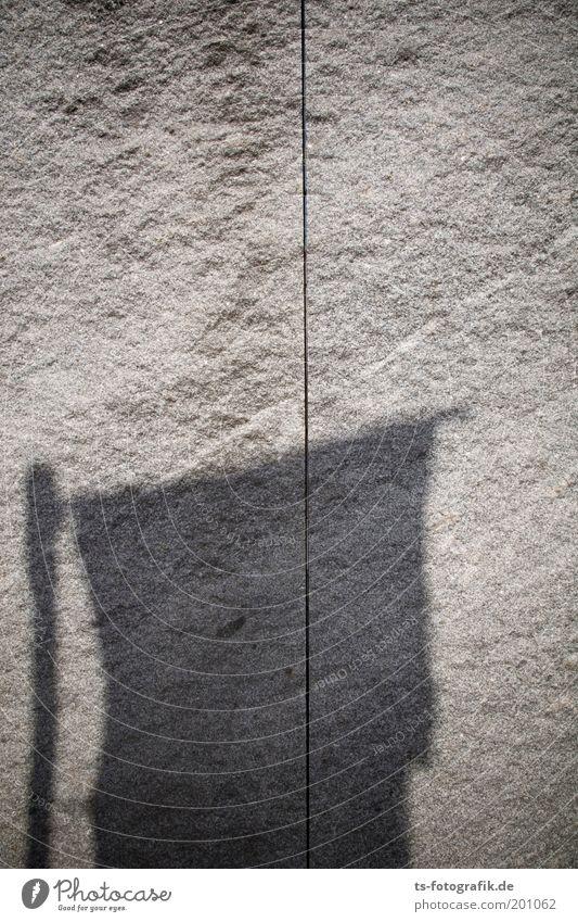 Granit I dunkel kalt Wand grau Stein Mauer Linie Kunst Trauer Fahne trocken Skulptur Wahrzeichen Trennung