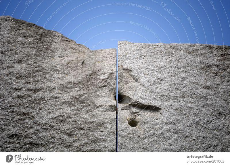Granit II Himmel Wolkenloser Himmel Schönes Wetter Bremen Denkmal Skulptur Monolith Einschnitt Spalte Bohrloch Stein Marmor blau grau Teilung Trennung