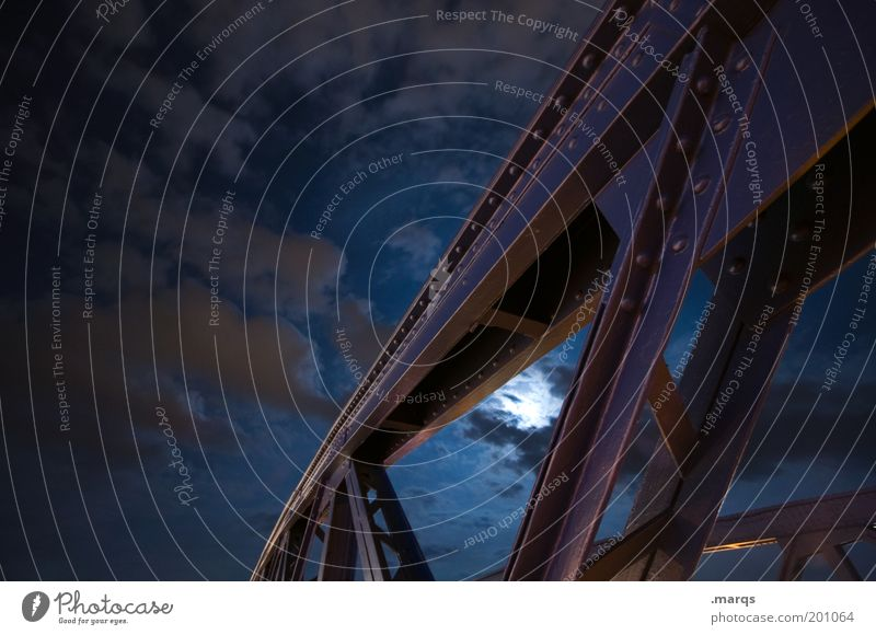 Somnambulismus Wolken Nachthimmel Mond Brücke Architektur Stahl bauen dunkel blau Gefühle Stimmung Farbfoto Außenaufnahme Schlafstörung Stahlkonstruktion