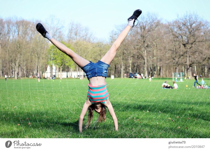 Rad schlagen im April Mensch Kind Jugendliche Freude Mädchen Lifestyle Gesundheit Bewegung Sport Spielen Glück Freizeit & Hobby frei Kindheit Lebensfreude