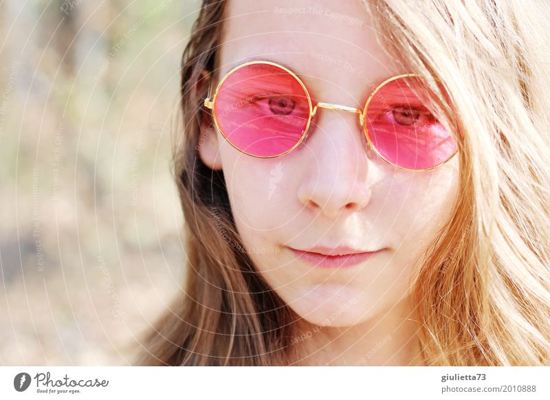 Heute ist die Welt im Lot, denn ich seh alles rosarot feminin Mädchen Junge Frau Jugendliche Kindheit Haare & Frisuren 1 Mensch 8-13 Jahre Brille