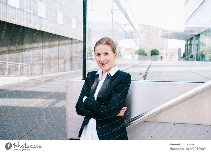 Business Bildung Erwachsenenbildung Berufsausbildung Azubi Praktikum Studium lernen Student Arbeit & Erwerbstätigkeit Arbeitsplatz Büro Mittelstand Unternehmen