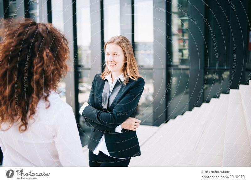 Business Mensch Freude Lifestyle sprechen feminin Stil Glück Büro elegant Kommunizieren Erfolg lernen kaufen Geld Team