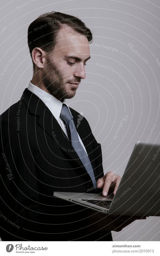 Business Berufsausbildung Azubi Praktikum Arbeitsplatz Büro Unternehmen Karriere Erfolg sprechen Notebook Internet maskulin 1 Mensch Arbeit & Erwerbstätigkeit