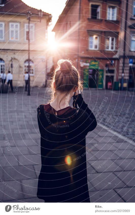 Licht einfangen. Mensch Ferien & Urlaub & Reisen Jugendliche Sommer Junge Frau schön Haus 18-30 Jahre Erwachsene feminin Tourismus Freizeit & Hobby Ausflug