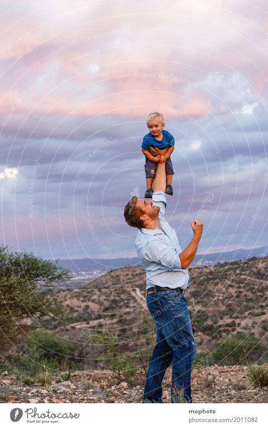 Flieg Engelein flieg... #2 Freude Kindererziehung Mensch maskulin Kleinkind Junge Mann Erwachsene Vater Kindheit 1-3 Jahre 30-45 Jahre Landschaft toben