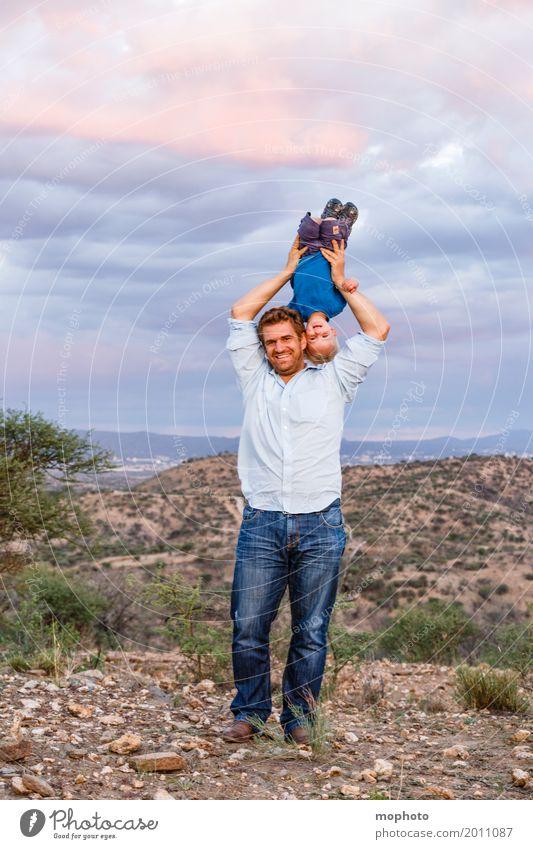 Hals über Kopf #1 Mensch Kind Natur Mann Landschaft Freude Erwachsene Leben Junge lachen Familie & Verwandtschaft Spielen Glück Freundschaft Freizeit & Hobby