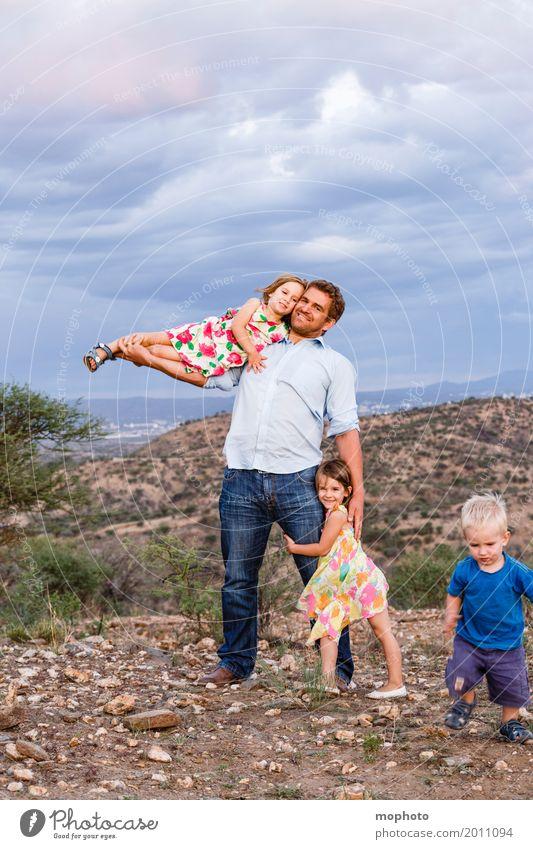 Daddy makes me fly #2 Natur Landschaft Mädchen Erwachsene Liebe lachen Junge Familie & Verwandtschaft Glück Zusammensein Kindheit Kraft Lächeln Fröhlichkeit