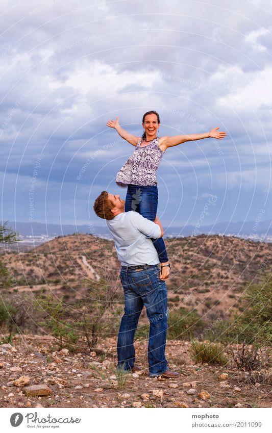 Ich heb ab... #1 Mensch Natur Ferien & Urlaub & Reisen Jugendliche Junge Frau Junger Mann Landschaft Wolken Freude Erwachsene Leben Lifestyle feminin lachen
