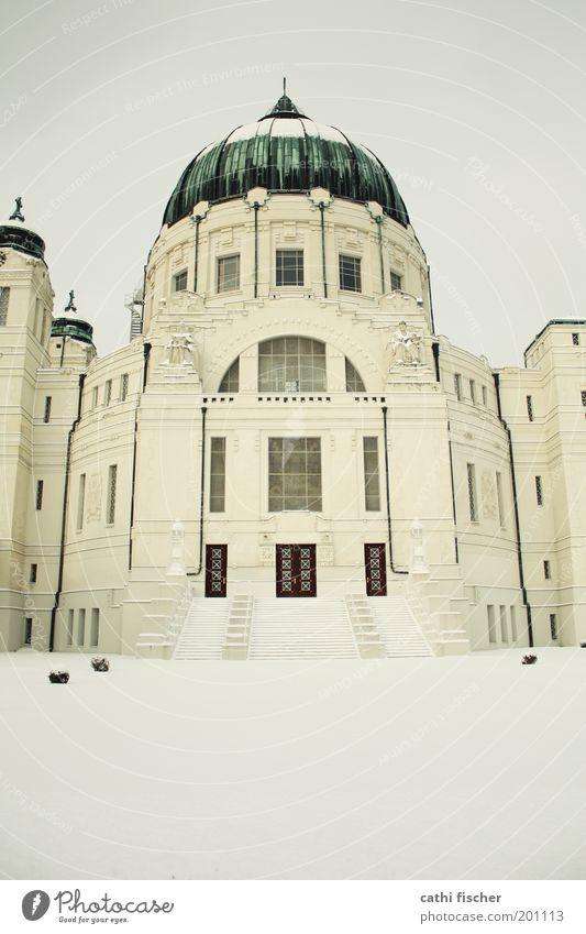 zentralfriedhof/winter IIII Wolkenloser Himmel Winter Wetter Schnee Wien Hauptstadt Stadtrand Kirche Bauwerk Gebäude Treppe Fenster Tür Dach Sehenswürdigkeit