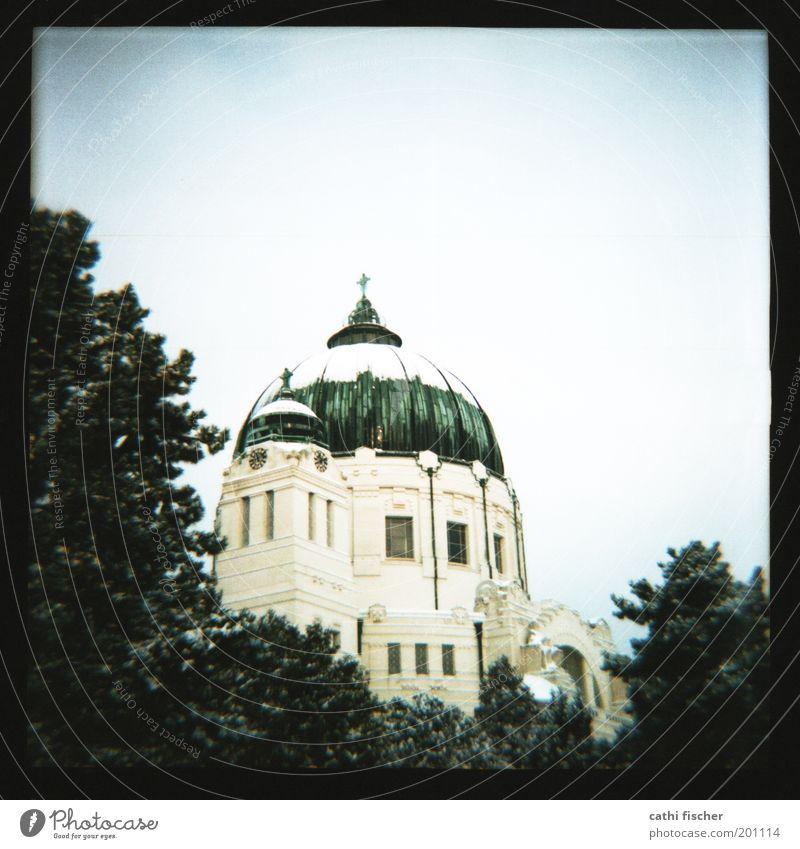 zentralfriedhof/winter IIIII Himmel Winter Schnee Baum Wien Hauptstadt Stadtrand Kirche Bauwerk Gebäude Architektur Mauer Wand Dach Kuppeldach Sehenswürdigkeit