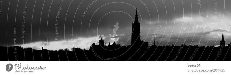 Bern Himmel weiß Stadt Wolken schwarz Wind Kirche Schweiz Skyline Burg oder Schloss Unwetter Denkmal Sturm Gewitter Dom Hauptstadt