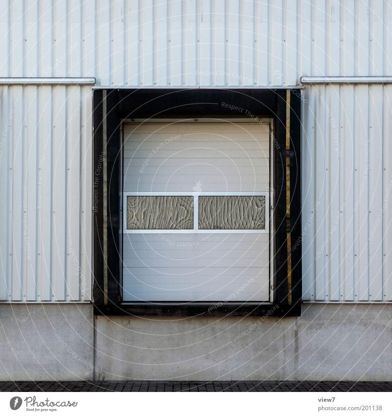 Tor 2 Fenster grau Linie Metall Fassade Industrie modern Ordnung neu Güterverkehr & Logistik Fabrik authentisch einfach Streifen Tor Dienstleistungsgewerbe