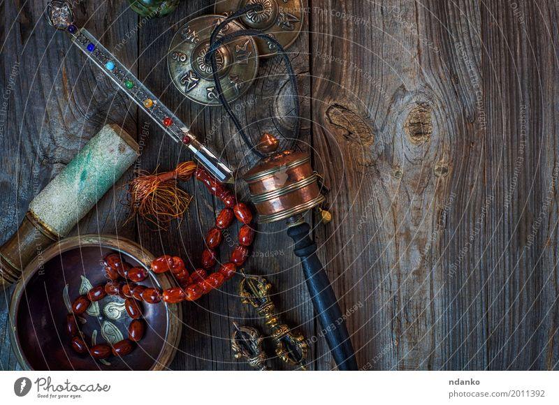 Antike Gegenstände für alternative Medizin und Meditation Schalen & Schüsseln Alternativmedizin Erholung Yoga Schlagzeug Stein Holz Metall oben retro braun grau