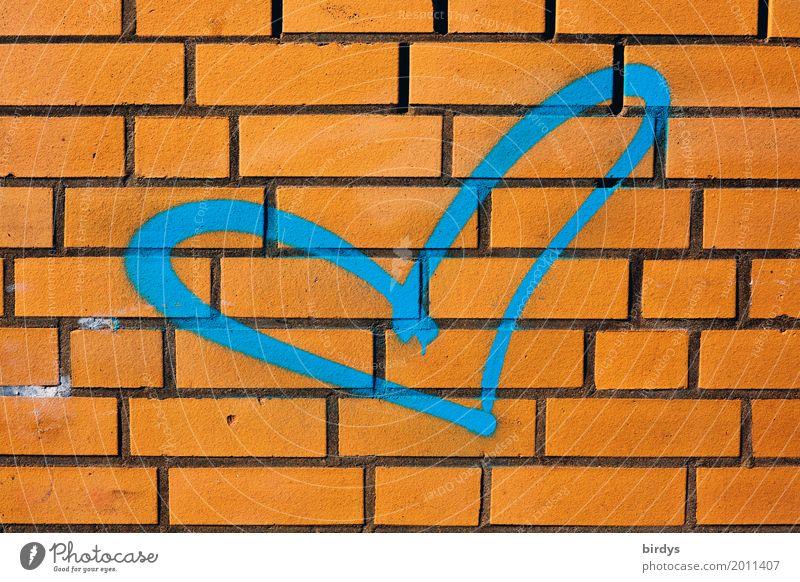 blaue Liebe Mauer Wand Backsteinwand Zeichen Graffiti Herz ästhetisch authentisch Freundlichkeit frisch positiv orange Verliebtheit Menschlichkeit Farbe Gefühle