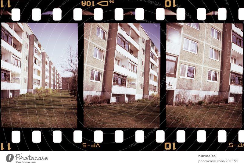 3mal1 Plattenromantik alt Stadt Haus Fenster Gras Fassade Filmmaterial trist Freizeit & Hobby Häusliches Leben analog trashig Balkon DDR Nostalgie hässlich