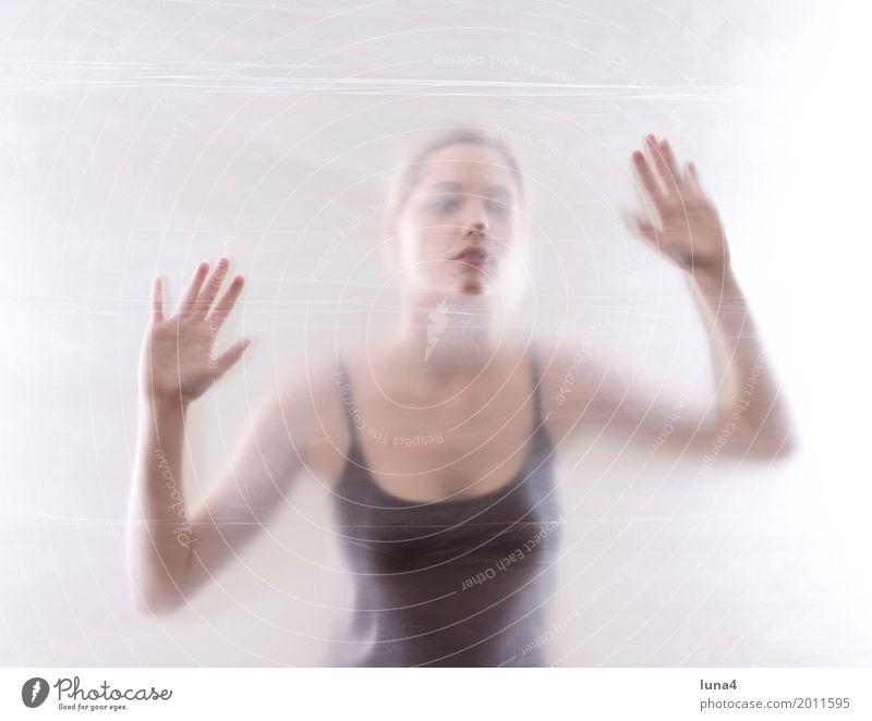 Hände 2 Mensch Frau Jugendliche Junge Frau schön Erotik Einsamkeit 18-30 Jahre Erwachsene Traurigkeit Liebe Freundschaft träumen Angst verrückt gefährlich