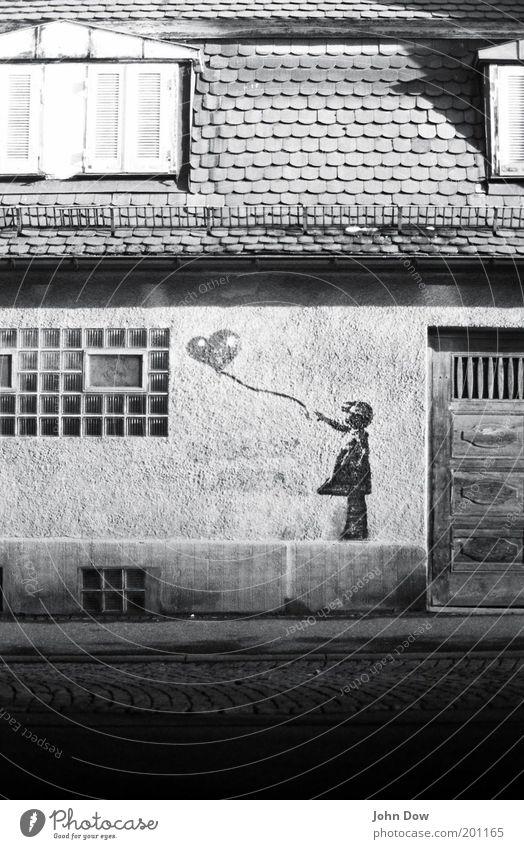 black 'n' white Kind Stadt Haus Fenster Spielen Graffiti Architektur Kunst Tür Freizeit & Hobby Fassade Herz Luftballon retro Grafik u. Illustration Vergänglichkeit