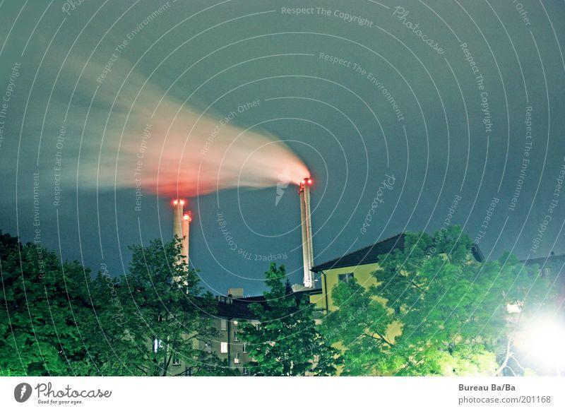 Gedankenmaschine Himmel blau weiß grün rot Gefühle Wind ästhetisch Klima authentisch Fabrik Abgas Schornstein Hauptstadt wehen Klimawandel