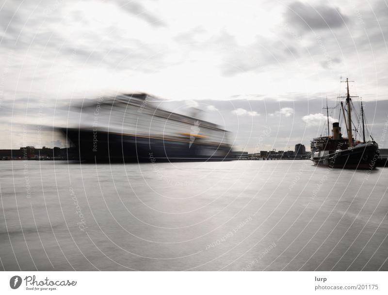 Weil die Zeit sich so beeilt Wasser weiß Ferien & Urlaub & Reisen Meer Wolken Freiheit grau Wasserfahrzeug Tourismus Hafen Schifffahrt Ostsee Hauptstadt
