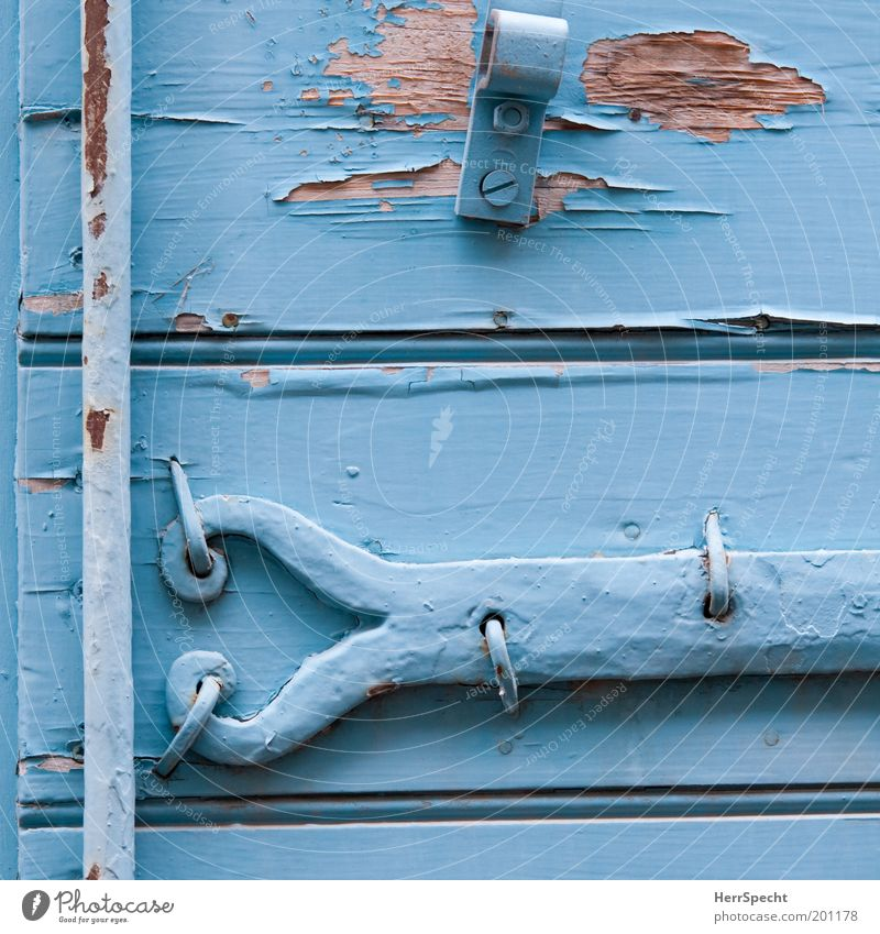 Provenzalisch blau alt Holz Farbstoff Metall Vergänglichkeit fest Verfall Rost Lack Fensterladen abblättern Material hell-blau Beschläge