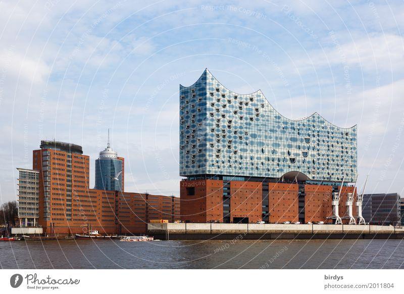 Elbphilharmonie und Speicherstadt Himmel Ferien & Urlaub & Reisen Stadt Architektur Design ästhetisch Erfolg authentisch Kultur Schönes Wetter Hamburg Fluss