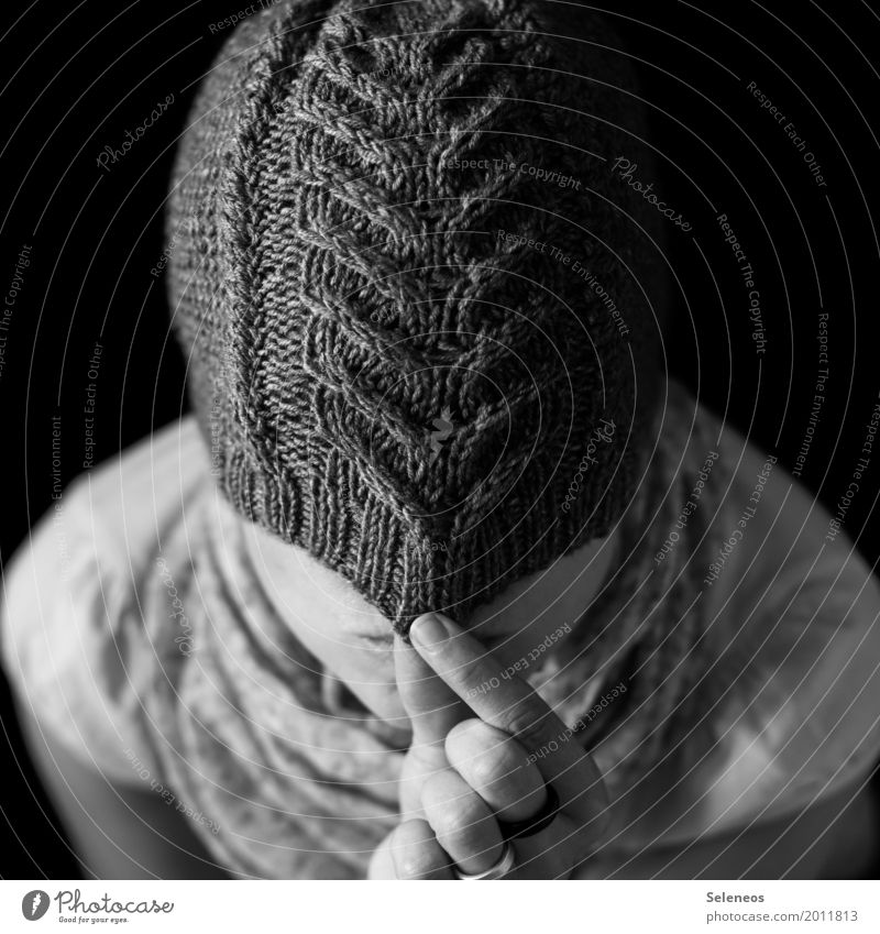 Anonymität Freizeit & Hobby Handarbeit stricken Mensch Kopf 1 Bekleidung Mütze Wärme weich verstecken Versteck anonym Strickmuster Wolle Wollmütze