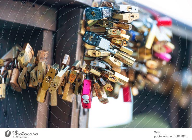 Viele lieben Schlösser auf der Brücke Ferien & Urlaub & Reisen blau Stadt weiß rot schwarz Architektur Leben gelb Liebe Gefühle Kunst Tourismus Metall Ausflug