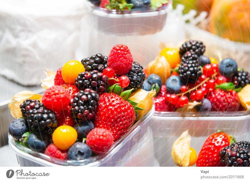 frische Beeren Lebensmittel Frucht Dessert Ernährung Frühstück Mittagessen Bioprodukte Vegetarische Ernährung Diät Sommer Strandbar Natur Paket