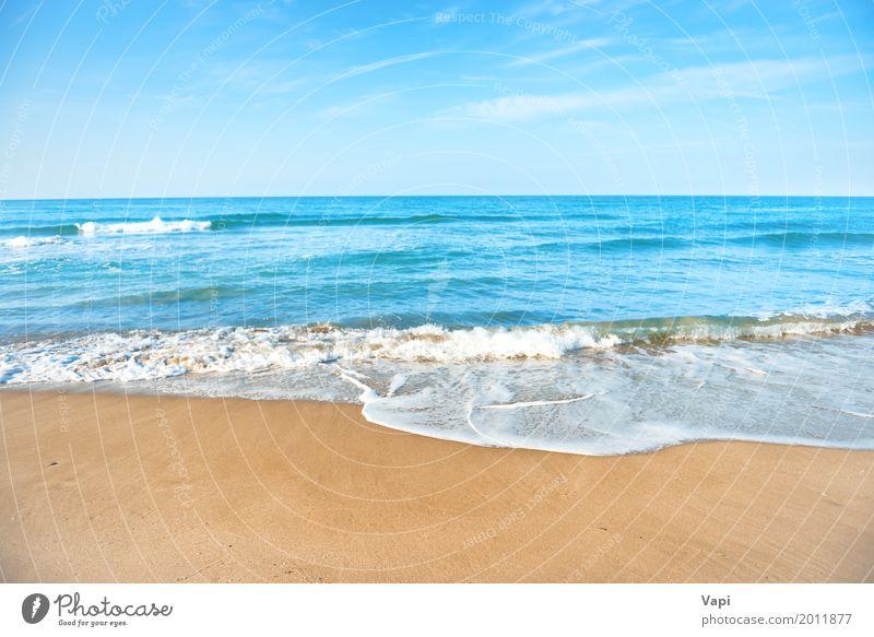 Tropischer Strand mit Sand- und Seewelle Himmel Natur Ferien & Urlaub & Reisen blau Sommer Wasser weiß Sonne Landschaft Meer Erholung Wolken gelb Frühling