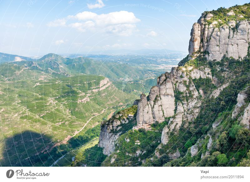 Landschaft mit Felsen auf berühmtem Montserrat-Berg Himmel Natur Ferien & Urlaub & Reisen blau Sommer grün weiß Baum Wolken Ferne Wald Berge u. Gebirge