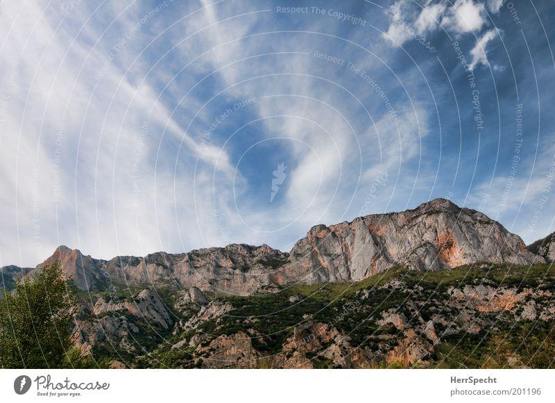 be(rg)rückend Natur Himmel weiß grün blau Wolken Berge u. Gebirge grau Landschaft braun Umwelt groß Felsen Gipfel Schönes Wetter Cirrus