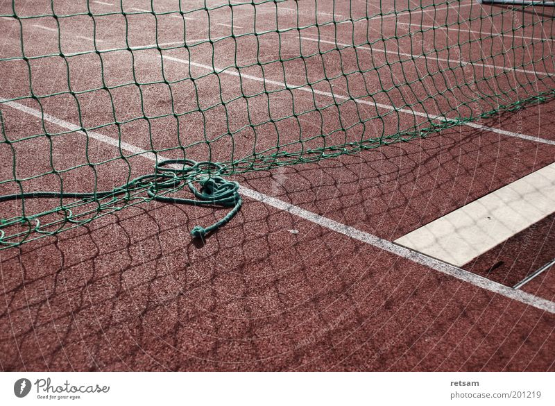 Sportplatz rot Netz Barriere Rennbahn Bahn Leichtathletik Sportstätten Laufbahn Markierungslinie