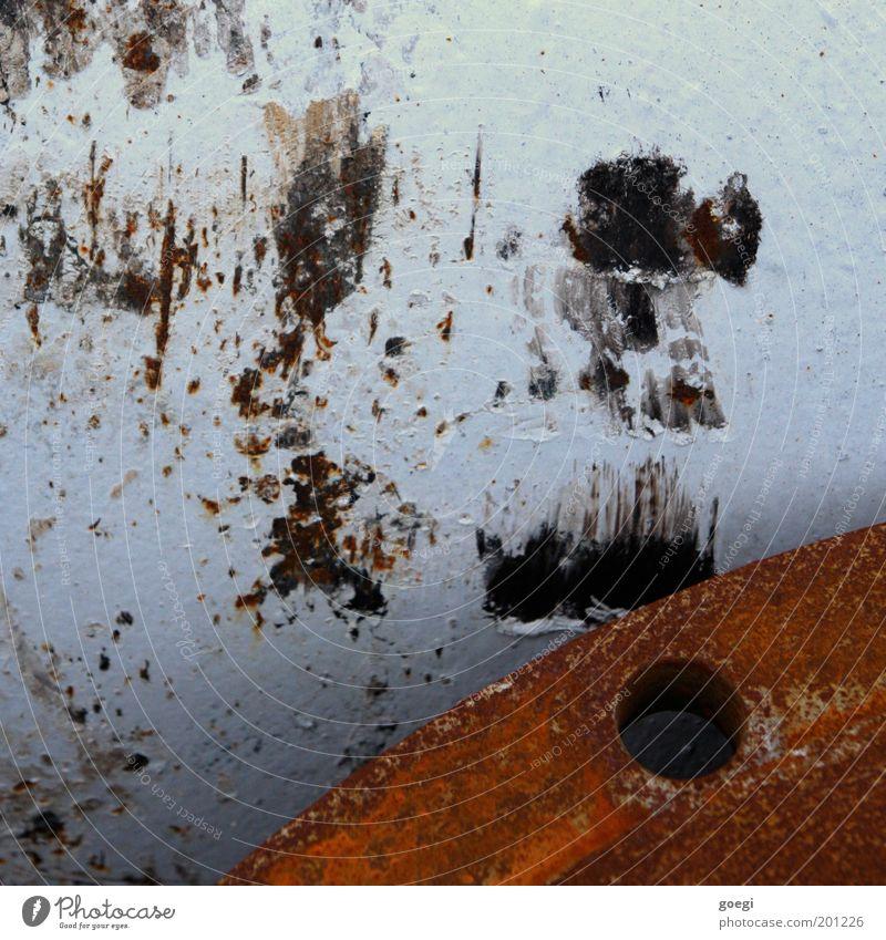 rusty alt Metall Industrie Baustelle Röhren Rost Loch Zerstörung Lack Schaden Licht Detailaufnahme Kratzer Abflussrohr